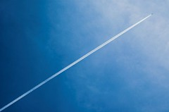 Contrail (fd) Tags: blue sky white airplane contrail boredstiff 0x3f7bac