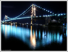 Ponte Hercilio Luz - Florianopolis - SC (Eduardo Cavasotti) Tags: ocean bridge blue light floripa topv111 night lights mar interestingness long exposure topv222 ponte explore florianopolis 100views eduardo nightpicture oceano interestingness3 hercilioluz flickrexplore pontehercilioluz interestingness14 i500 explore3 top2020 ecavasotti cavasotti eduardocavasotti highestposition14onsaturdaydecember162006