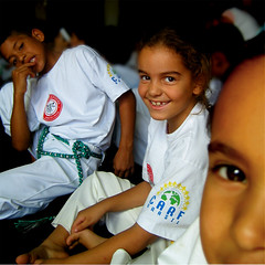 Patricia (carf) Tags: girls brazil art boys sport brasil kids children hope dance kid community capoeira child hummingbird traditions esperana social skills folklore philosophy martialarts batizado capoeirabeijaflor beijaflor ecbf