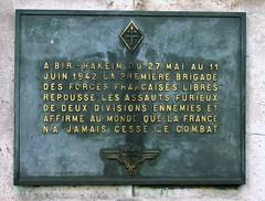 Plaque au Pont de Bir-Hakeim (O Caritas) Tags: 2005 bridge november paris france history plaque memorial europe ledefrance wwii nikoncoolpix8800 pontdebirhakeim plaqueatpontdebirhakeim