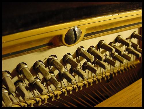 piano con telarañas