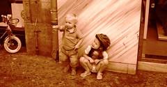 bambini berlinesi (Tekhouse69) Tags: bambini bimbi seppia bambiniconcasco