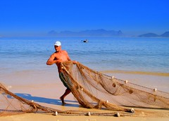 Every day sailing the salt sea (neloqua) Tags: ocean blue sea summer brazil sun sunlight seascape man beach southamerica water beautiful riodejaneiro wonderful wonder daylight amazing fantastic fishing fisherman sand perfect colorful great shoreline sunny bluesky bleu excellent summertime sailor moment charming magical seashore niteroi sunnyday itsonginvite itsongmenatworksoamerica itsongcanona310
