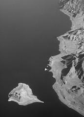 20060905085400slctosfo nevada pyramidlake anahoisland (midendian) Tags: blackandwhite bw desert nevada aerial pyramidlake anaho anahoisland