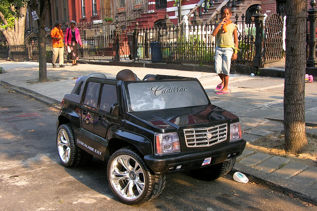 black car electric brooklyn toy drive quincy 4x4 battery cadillac escalade offroader gassguzzler