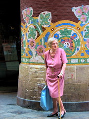 madame (laeli) Tags: barcelona pink fashion canon spain mosaic modernism rosa mosaico match faves spagna stylish powershots2is palaudelamusicacatalana ph236