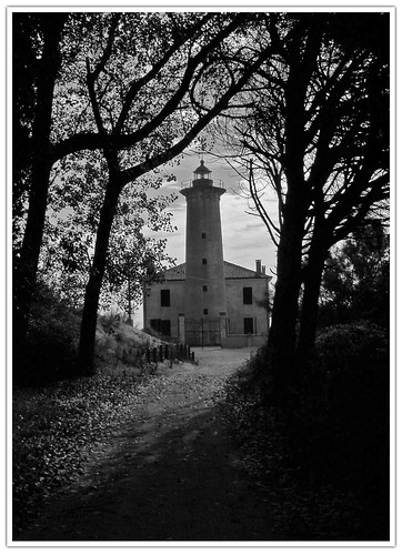 Walking toward the Lighthouse / Camminando verso il Faro