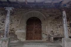 Puerta (Davalon Art) Tags: leon spain espaa iglesia romanico columnas columns door puerta templo temple arquitectura architecture