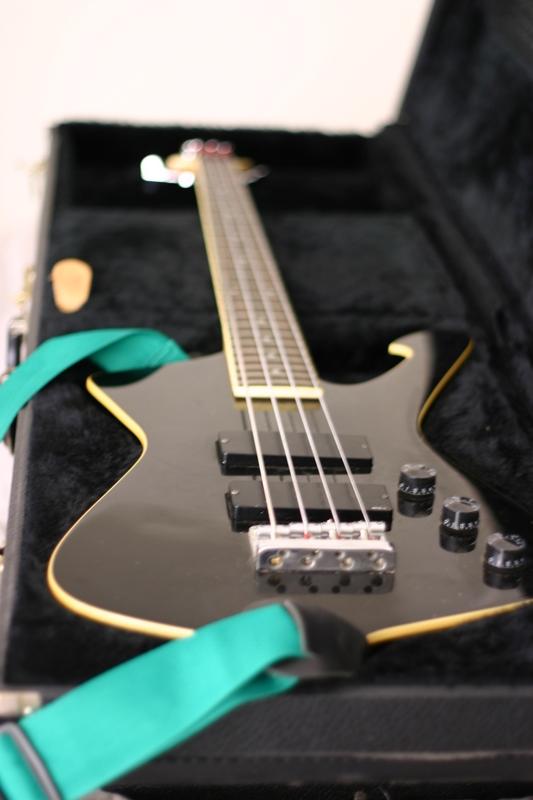 Apagadores - Bass Line