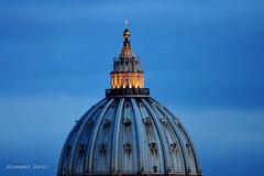 Buona Pasqua (ioriogiovanni10) Tags: blu luci light rome sabpietro cittàdelvaticano vaticano city 1aprile buonapasqua roma cupolone