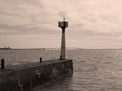 Vers l'océan... (François Tomasi) Tags: pontdelîlederé charentemaritime sudouest justedutalent yahoo google flickr françoistomasi tomasiphotography france europe french lights light lumière travel tourisme voyage sea pointdevue pointofview pov photo photographie photography photoshop filtre îlederé sépia monochrome avril 2018