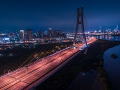 車の光跡の空撮 (YUSHENG HSU) Tags: 建築 橋 bridge 空撮 long バッググラウンド city traffic modern drone road 景色 地区 transportation architecture skyline 都市風景 building landmark birds cityscape aerial overpass urban scenery バックグラウンド 街 trails straight 背景素材 transport high taipei speed angle explore バックグランド 光跡 長時間露光 backdrop exposure journey 車 台湾 光 view night スカイライン スローシャッター 背景 海外 taiwan 景観 建物 橋梁 都市 町並み car light 夜景 風景 scene background 街並み 都市景観 highway district scape way 新北市 台北 nighttime landscape eye new
