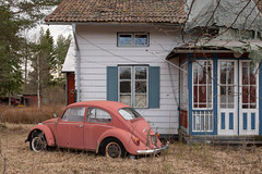 Zeitreise (mariburg) Tags: rotten marode ruin decay desolate derelict cars rustycars auto canoneos6d sigma35mm14dghsmart vwkäfer vw