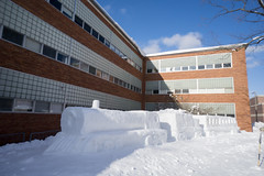 Winter Carnival 2018-7 (Nathan Invincible) Tags: michigan michigansupperpeninsula michiganskeweenawpeninsula mi michigantechnologicaluniversity michigantech winter carnival wintercarnival statue snow snowstatue campus university college ice sculpture snowsculpture