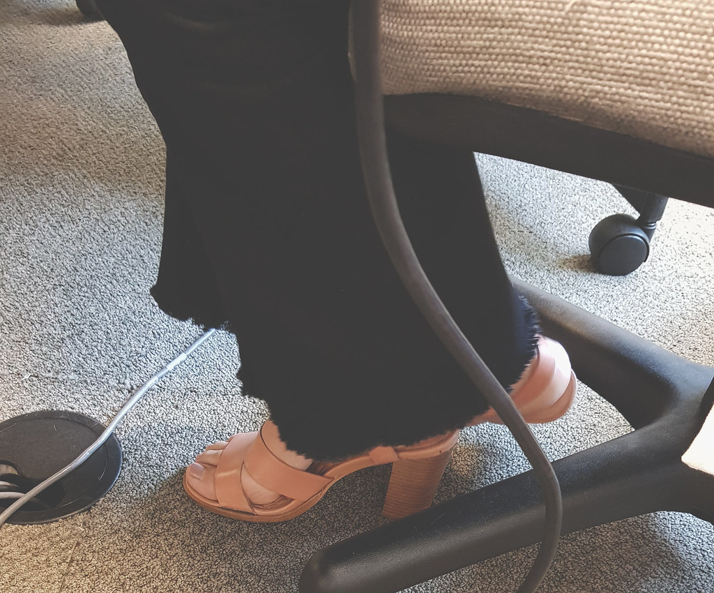 Fetish feet at the office — img 13