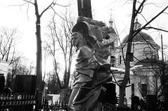 Vladimir Vysotsky (Vagankovo Cemetery) (nonnull) Tags: russia moscow cemetery filmphotography filmphoto filmisnotdead filmtype135 analogphotography film fomapan100classic xtol fomapan fomapan100 olympusmjuii apertureapp monochrome monotone printbypro noritsuls1100 blackandwhite noiretblanc bnwmood bnwfilm bnw artinbw bwfp bw ru vagankovocemetery tomb gravestone graveyard чб vagankovo ваганьково ваганьковскоекладбище россия москва чбфото пленка фотопленка art sculpture скульптура чернобелое зима тафофилия dark grain mood analog tombstones vladimirvysotsky владимирвысоцкий
