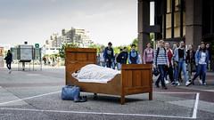Der Sandmann ist da (Nilfisk) Tags: ruhruniversität bett querenburg sleep beton öffentlichkeit schlafen sleeping public bochum concrete rub ruhruni bed