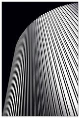 Linien (frodul) Tags: architektur auffahrt ausenansicht detail fassade gebäude gestaltung konstruktion linie outdoor parkhaus hannover autohaus expo expogelände himmel linien deutschland sw bw monochrom einfarbig niedersachsen profanbau
