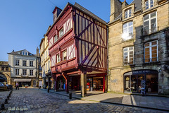 DINAN (claude 22) Tags: bretagne france breizh brittany city medieval architecture maisons anciennes old houses colombages fachwerk halftimbered