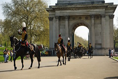 The Queen's 2018 Birthday gun salute - 05 (D.Ski) Tags: 2018 queens queen birthday gun salute royal park horse horses april westminster london nikon 2470mm 200500mm thekingstrooprha thekingstroop parade thequeen wellingtonarch hyde cornerhyde parkd700nikon d700
