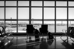 Waiting at the airport (Luiz Contreira) Tags: airport airplane aviões aeroporto galeão riogaleão blackwhite bw brazil brasil riodejaneiro rio gig wait pretoebranco people pessoas monocromático southamerica américadosul