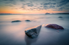 baltic sea rocks (juhwie.foto - PROJECT: LEIDENSCHAFT-LICH-T) Tags: eckernförde baltic sea rocks ostsee dawn sunrise longexposure clouds pentax pentaxart ricohimaging k1 haida haidafilters landscape landscapephotography smooth germany beautifulgermany schleswigholstein