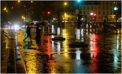 PARIS NUIT - PLACE DE LA NATION (Penilleault-photographie.com) Tags: paris nuit nation fujix100s fuji lumière pluie couleurs passage piéton parapluies néons feu night light colors capitale