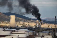 DSC_3476 (Jesus DTT) Tags: puertollano refinería antorcha repsol nocturna humo noche efectoestrella petróleo complejopetroquímico elcogas torrederefrigeración depósitodepetroleo gas industria