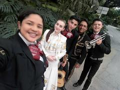 b (jhonstivel14) Tags: mariachis medellin sombras de mexico economicos mariachi