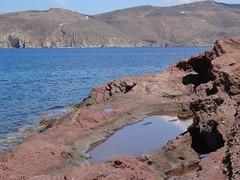 (Joan Pau Inarejos) Tags: grecia garmor despedida miconos mykonos junio vacaciones viaje charca agua estancada reflejo rojo roja rojiza barro barroso fango