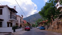 a street in Arachova IMG_9749 (mygreecetravelblog) Tags: greece centralgreece arachova boeotia viotia town mountaintown alpinetown outdoor landscape buildings architecture street road