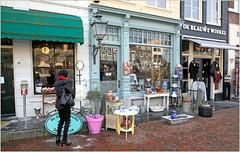 Havenplein, Zierikzee, Schouwen-Duiveland, Zeelande, Nederland (claude lina) Tags: claudelina nederland hollande paysbas zeeland zierikzee zeelande magasin shop devanture