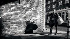 heavy duty (berberbeard) Tags: hannover fotografie photography urban berberbeard berberbeardwordpresscom germany rx100m3 linden itsnotatrick street sony deutschland menschen people schwarzweiss blackandwhite monochrome bnw