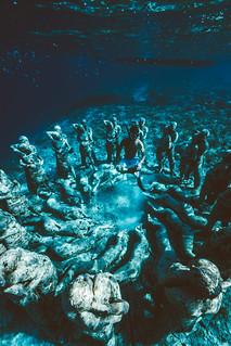 Diving in Ancient Ruins, Gilli Meno