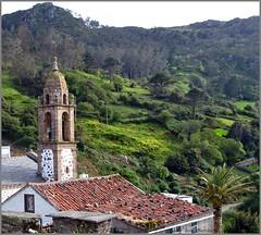 San Andrés de Teixido - A Coruña (Luisa Gila Merino) Tags: iglesia galicia pradera verde tejado campanario prados praderas bosque vacas airelibre piedras maisema landscape serenidad