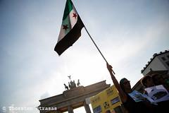 Protest in Berlin gegen die Eroberung des syrischen Yarmouk (tsreportage) Tags: basharalassad berlin demokratie demonstration eroberung freesyria jarmuk mitte opposition syria syrien yarmouk demo democracy endthesieges march protest regime siege war warcrimes germany de