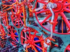Se me patina el engranaje (FOTOS PARA PASAR EL RATO) Tags: papel cdmx cuicuilco maquinaria ruedas engranajes