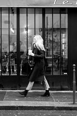 La fée carabine (Paolo Pizzimenti) Tags: fée carabine blonde hiphop dance barrières jeune paris paolo olympus zuiko omdem1mkii 25mm 75mm f18 film pellicule argentique m43 mirrorless dosineau