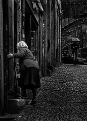Hurry, before the stranger gets closer! (Leaning Ladder) Tags: porto portugal oporto blackandwhite bw street leaningladder