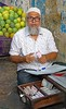 Byculla Vegetable Market (grab a shot) Tags: canon eos 5dmarkiv india maharashtra mumbai 2018 outdoor bycullavegetablemarket vegetables fruit market people food man portrait money