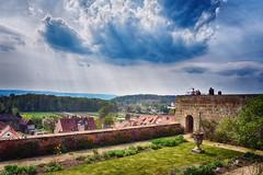 Quedlinburg (r.wacknitz) Tags: hdi quedlinburg schlossberg himmel berg gras baum gebäude