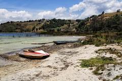 Playa Blanca, Boyacá. (Stefania Avila) Tags: colombia boyaca tota landscape paisaje beach sand nature mountains boat