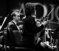 Violoniste intrigué/youth orchestra violinist staring (bd168) Tags: orchestre violoniste blancetnoir jeunes youth orchestra violinist blackandwhite people concert xt10 xf90mmf2 rlmwr portraits musique music musicalinstruments instruments violons