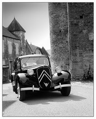 Classic Citroen (Wilco1954) Tags: burgundy monochrome bourgogne chateauneuf france classiccars places cotedor citroen