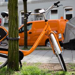 Orange with tree (tom.leuzi) Tags: bike bokeh canoneos6d dof deutschland fahrrad germany hamburg tamronsp2470mmf28divcusd velo bicycle car orange outoffocus street