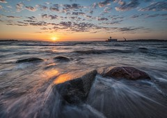 Baltic Sea Sunrise (juhwie.foto - PROJECT: LEIDENSCHAFT-LICH-T) Tags: pentaxart ngc sea water haida ricohimaging k1 pentax nature landscape sky clouds beautifulgermany germany schleswigholstein ostsee balticsea coast shore splash rocks dawn sunrise eckernförde