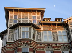 Building with special ornamentation - Vondelstaat, Amsterdam (Monceau) Tags: building brick lines blocks ornamentation people painting moon amsterdam
