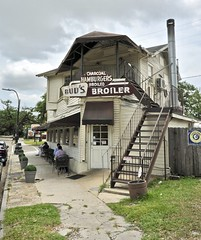 Bud's Broiler - New Orleans,Louisiana (Rob Sneed) Tags: usa louisiana neworleans budsbroiler charcoalbroiled charcoalbroiledhamburgers sign architecture vintage local burgerjoint fastfood advertising 500cityparkave urban americana roadtrip bigeasy crescentcity restaurant