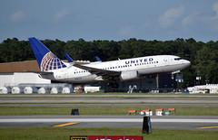 United Airlines Boeing 737-724(WL) (DPhelps) Tags: kiah iah george bush intercontinental airport international rankin hill spotting aviation avgeek airplane plane aircraft jet airliner houston tx texas ual united ua boeing 737 n16713 737700