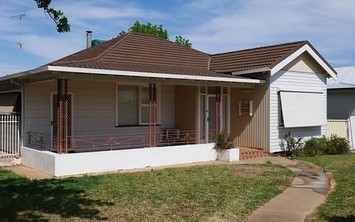 18 Oak St, Leeton NSW